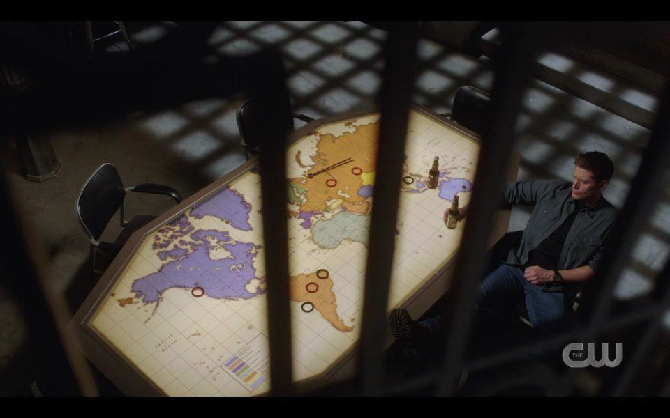 SPN Dean Winchester trapped in by shadow bars 1506