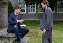 Supernatural 1504 jensen ackles eating hot dog in front of jared padalecki atomic