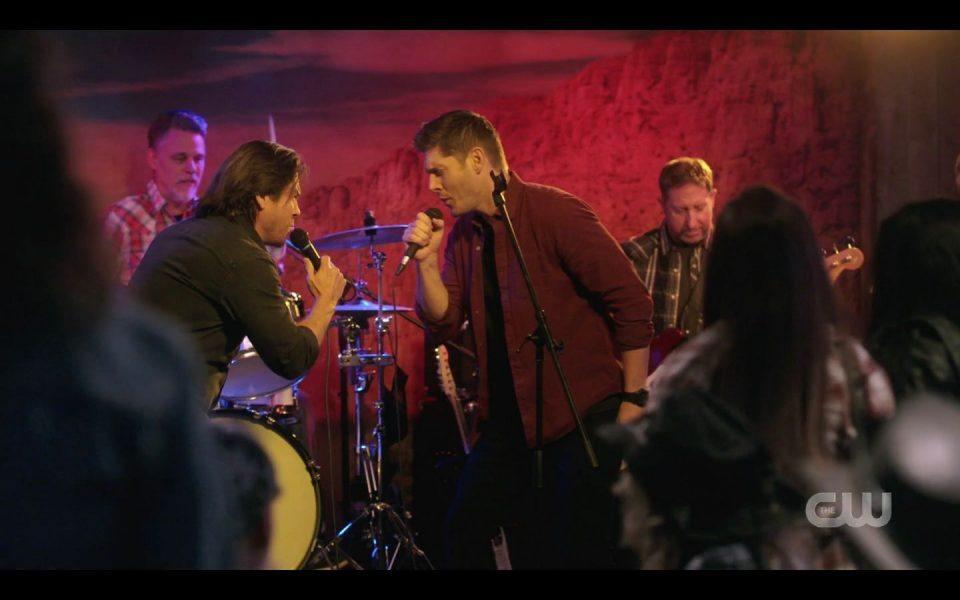 Jensen Ackles singing with Christian Kane live stage SPN