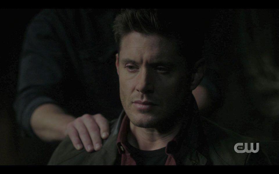 Lee pattings Dean Winchester on shoulder SPN 1507