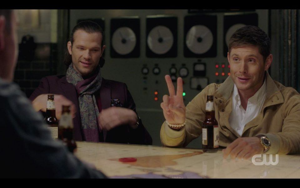 Au Sam Dean give peace sign to real Winchester brothers SPN