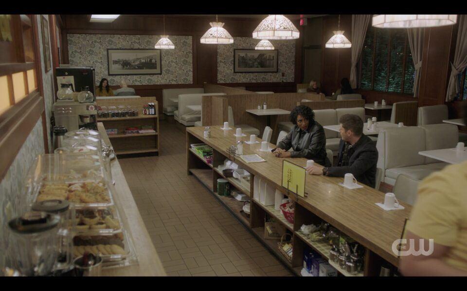 Billie sitting next to Dean Winchester at diner SPN Drag You Away
