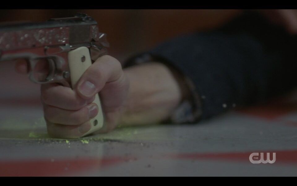 Dean Winchester flexed forearm SPN 1516
