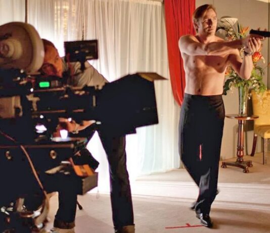 daniel craig shirtless shooting images james bond 2020