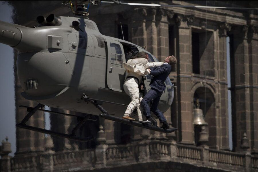 daniel craig spectre helicopter fight images