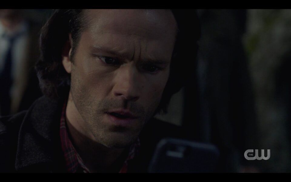 Sam Winchester sees Eileen has texted him Supernatural 1518