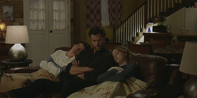 Walker August and Stella fall asleep on Jared Padaleckis shoulders 109.