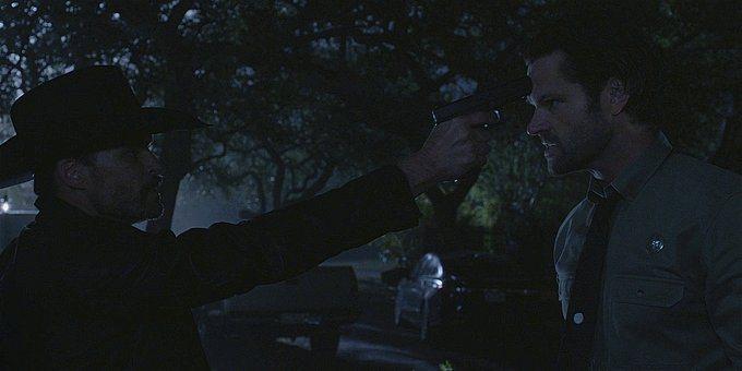 WAlker Clint holding gun to Cordells head 1.13.