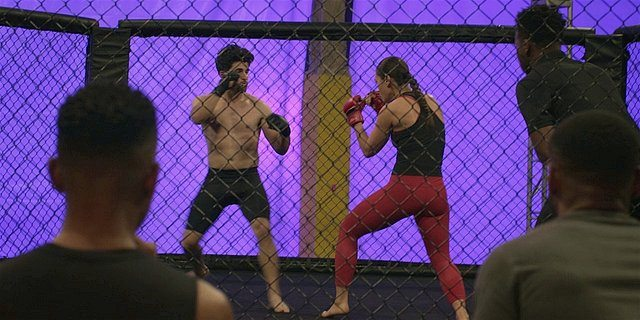 Walker Micki fighting a man in cagefight 1.14.