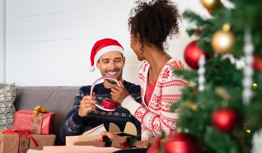 hottest best holiday gifts for men 2021
